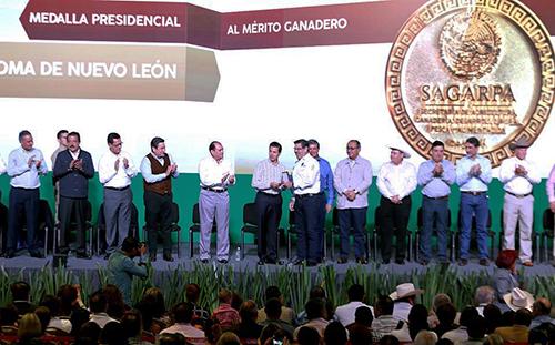 MedallaMérito Ganadero (2)