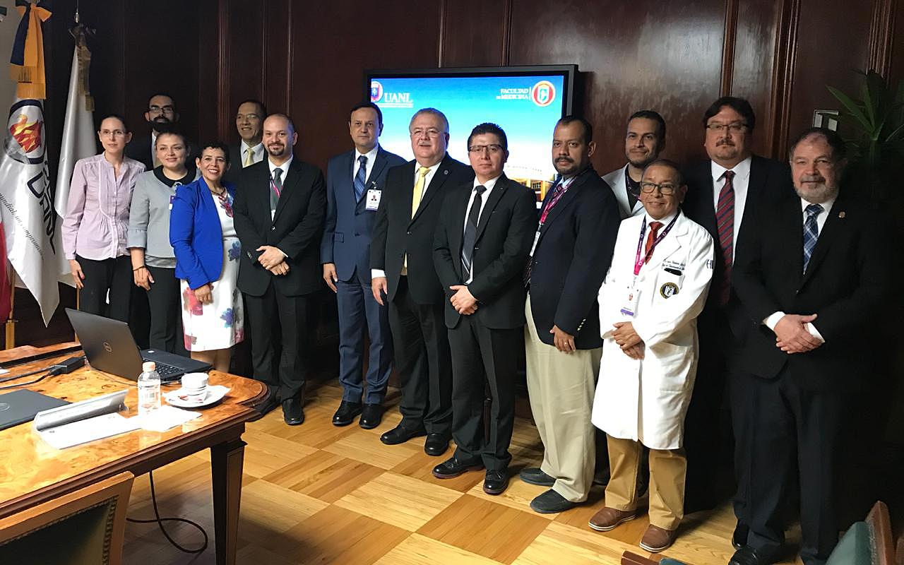 Firma de convenio entre UDEM y UANL (2)